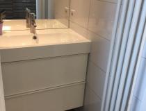 Badkamer met badmeubel (beneden)