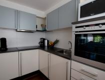 Keuken met alle inbouwapparatuur